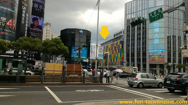 遠東百貨 台北寶慶店 6番出口付近から見た所。