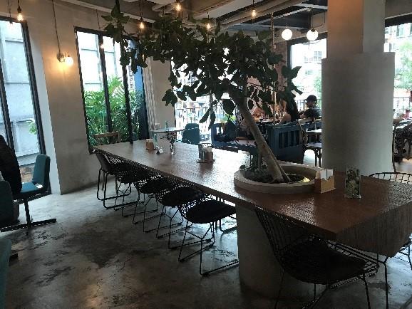 TOASTERiA CAFE DJブースあり。 週末にはDJイベントが行われるそうです。