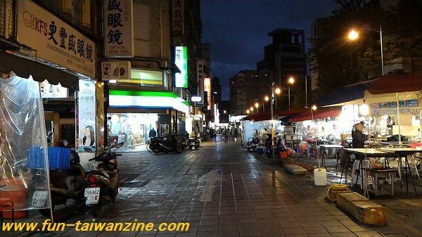 寧夏夜市の広い通路