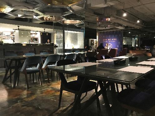 HIVE HOTELの朝食 先ほどの、地下のバー「HI BAR」が、朝はレストランとなり朝食会場に。