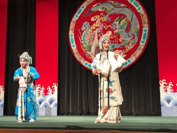 タイペイ・アイで京劇を観劇。衣装やメイクの体験&記念撮影も可能