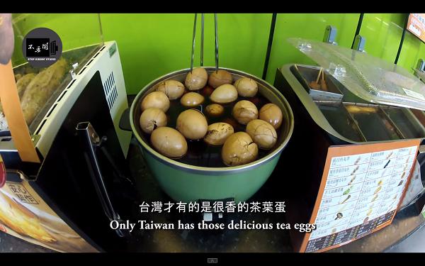 台湾のコンビニ店内が変な臭い 茶葉蛋(香辛料や茶葉を入れたスープにゆで卵を浸したもの)の臭いですね。
