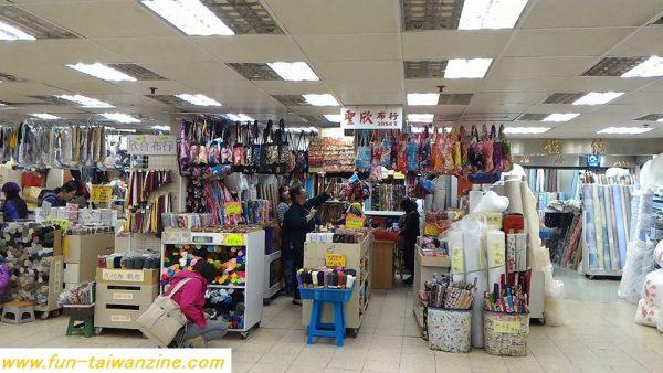 聖欣布行というお店は、既製品もハギレも充実しています