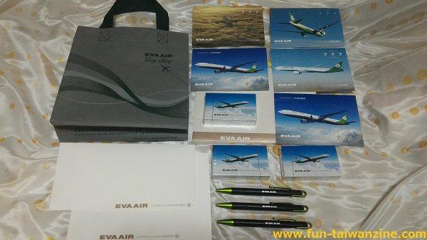 エバー航空のトランプとボールペンのセット