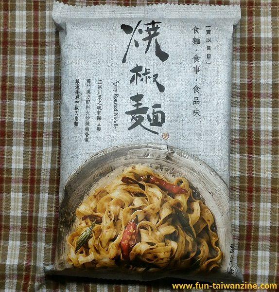 賈以食日-焼椒麺 外装