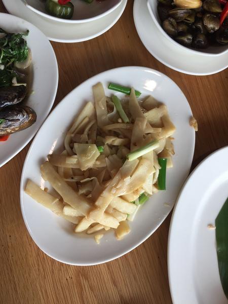 「美濃客家菜」(大中店) タケノコ