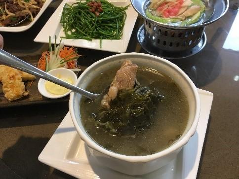 「美濃客家菜」(大中店) スープ