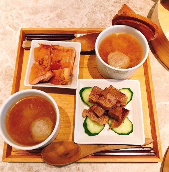 Cafe de Riz 米販咖啡 おかずのお肉は二種類から一つ選びます。友人と二人で行ったので、豚肉と鶏肉、両方味わえました。