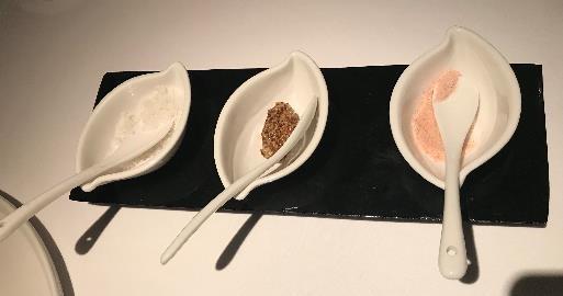 リビエラホテル 地中海牛排館 塩かマスタードをつけて