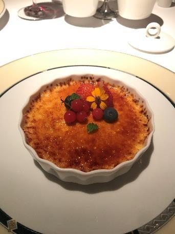 リビエラホテル 地中海牛排館 デザートはクレームブリュレ