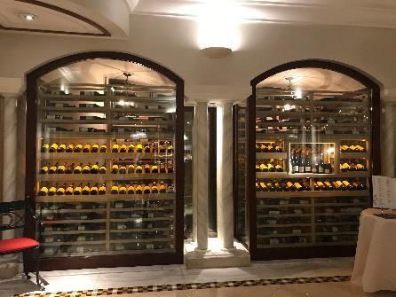 リビエラホテル 地中海牛排館 常時、400種類のワインが揃っているそうです。