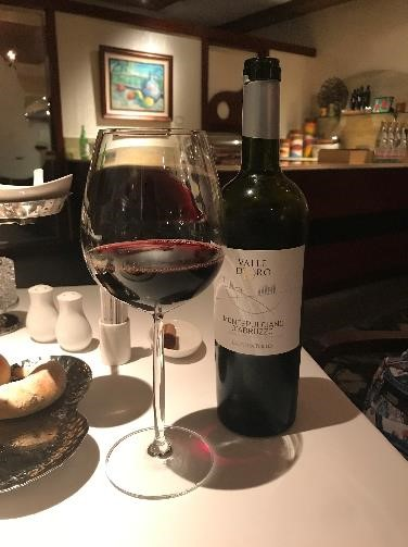 リビエラホテル 地中海牛排館 せっかくなので、お肉に合うワインを選んでもらいました。