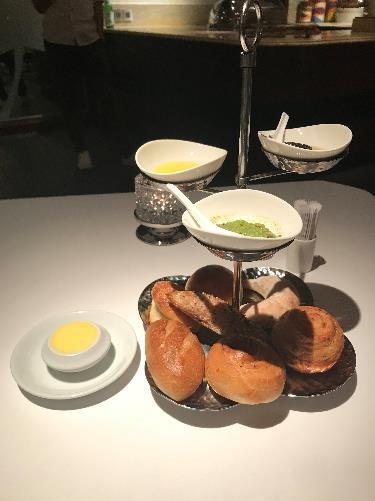 リビエラホテル 地中海牛排館 こちらのパンは、ホテル1階のベーカリーショップで売られているパンです。