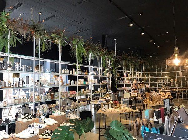 Paper & Tea 柏林選茶 雑貨屋部分。靴も販売しています。