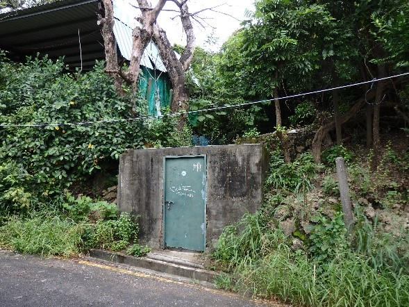 高雄軍事遺址(鼓山洞防空壕) ここを開けると、なんとそこからこの防空壕に再度下りられます。