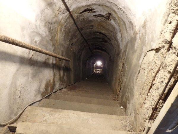 高雄軍事遺址(鼓山洞防空壕) 鍾乳石の階段に繋がっていました