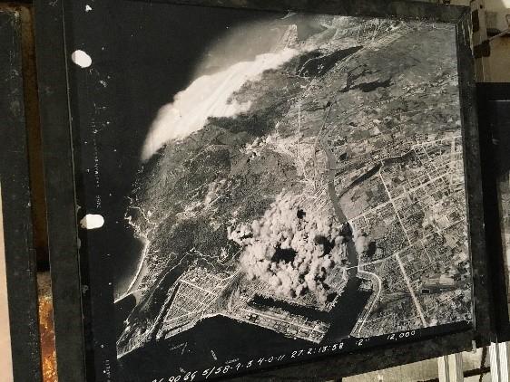 高雄軍事遺址(鼓山洞防空壕) 高雄が空爆された際の航空写真。本当に恐ろしいですね・・・。