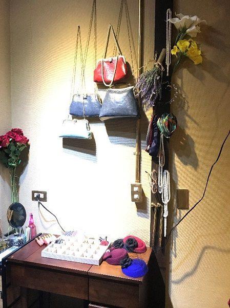 スタジオ撮影では、靴・アクセサリー(ネックレスやヘアアクセ)・ショルダーバッグ等の小物類を自由に使用可能です。