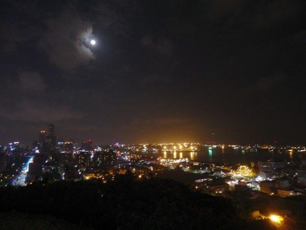 寿山展望台(壽山情人觀景臺) カメラの夜景モードが大活躍