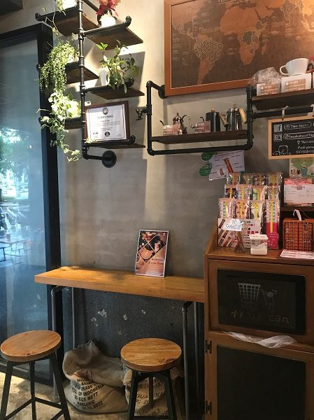 TWO SHOTS COFFEE 東門店 椅子