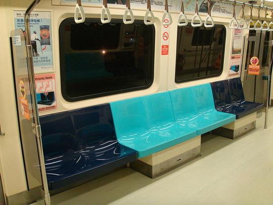 MRTでは博愛座の座席が色分けされている。濃い青が博愛座/wikipedia