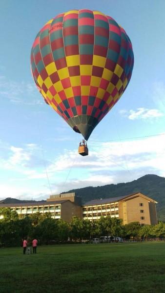 台東の鹿鳴温泉ホテルでは一年中熱気球に乗る事ができるよ(TIBF6)
