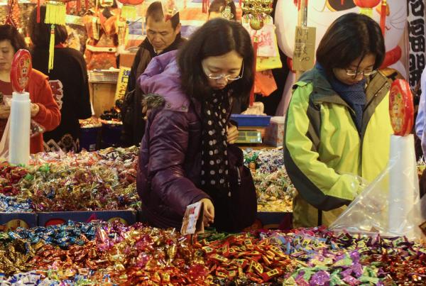 台北の年貨大街 買い物風景