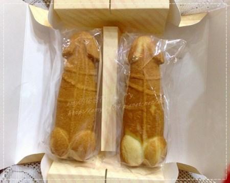 長さ18㎝、太さ5.5㎝、中にはパイナップルケーキの餡が詰まっているので、ずっしりとした重みが。 別にこれが台湾人男性の平均ってわけじゃないっすよ!