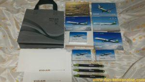 台湾行きエバー航空の機内でトランプ&ボールペンを無料で貰う方法