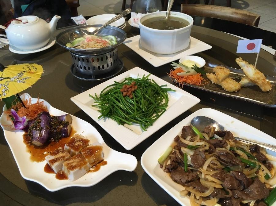 高雄の客家料理レストラン「美濃客家菜」。店内でお土産の購入も可能