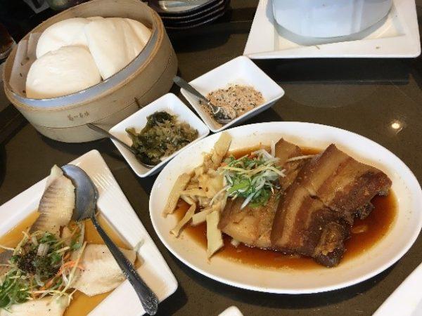 「美濃客家菜」(大中店) 割包のお肉