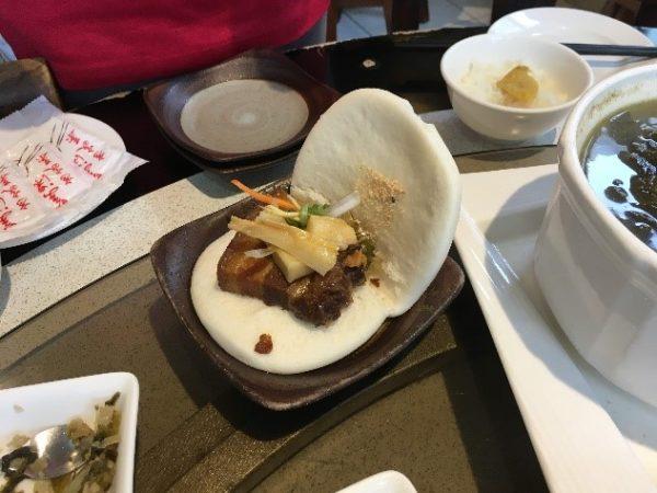 「美濃客家菜」(大中店) 美味しそうな割包