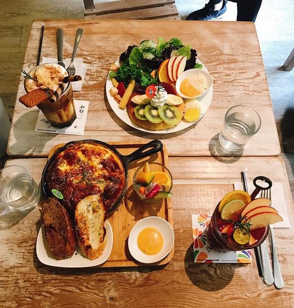 【台北西門】貳拾陸巷(Somebody Cafe)は個性派アート×森林のオシャレカフェ