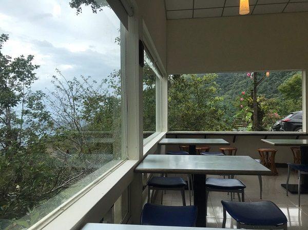 環山雅築 Mountain Lodge 朝食会場からの景色