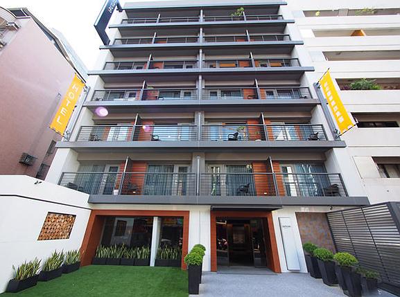 シンプルプラスホテル台北(台北馥華商旅敦北館) Simple+Hotel 全室バルコニー付。