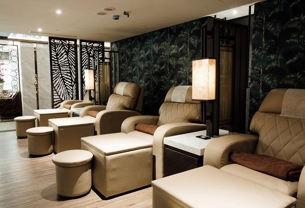 森SPA足体養生会館 人体工学に基づいて設計されたソファだそうです。座り心地抜群!